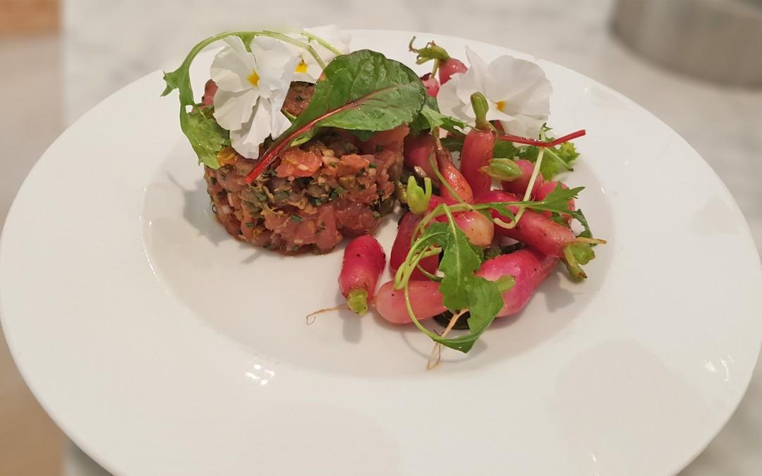 Plat du jour au Bar à Vin : Tartare de thon et petits radis blanchis