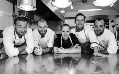 Une équipe au top dans les cuisines du restaurant